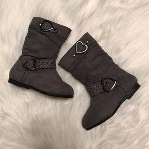 Gray boots toddler Sz small 5/6